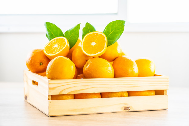 fresh-oranges-fruit-table_74190-6153
